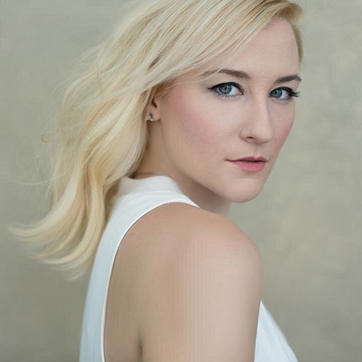 Lindsay L Miller