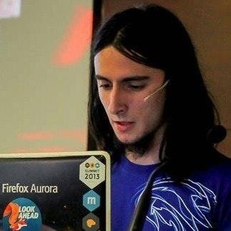 Fernando Agüero